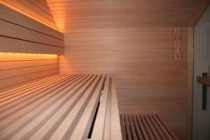 """Sauna""""Premium"""" Innenverkleidung mit schmalen Hemlock-Leisten"""