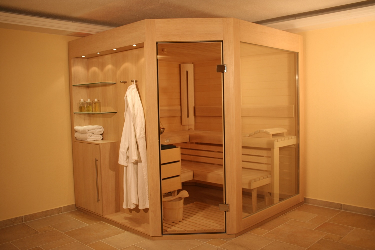 sauna mit eckeinstieg grandl sauna und innenausbau gmbh. Black Bedroom Furniture Sets. Home Design Ideas