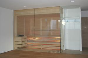 Sauna mit kompletter Glasfront